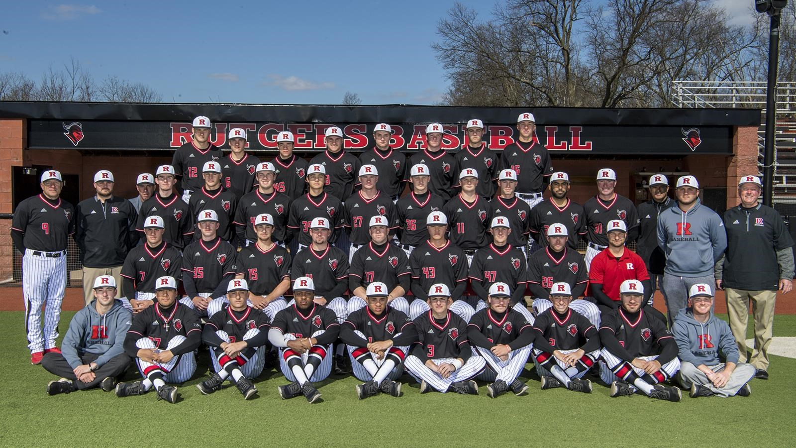 A look at the entire baseball team in a photo